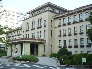 登録有形文化財 静岡県庁本館 正面玄関ポーチには「静岡縣廰」のブロンズ製表札が掲げられている。